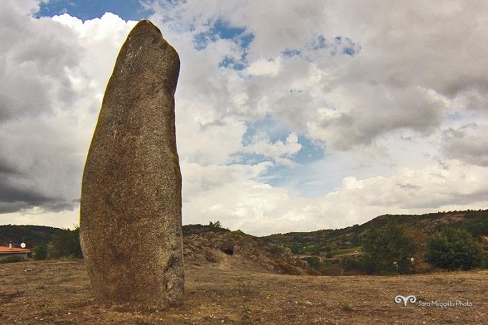 Menhir e Domus de Jana Sa 'e Mazzozzo